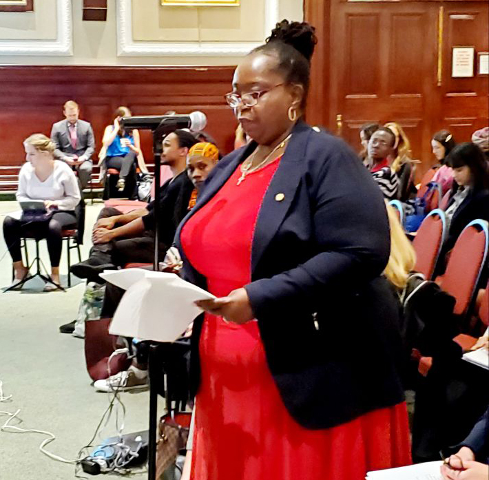gloria-testifying-on-equal-pay CROP